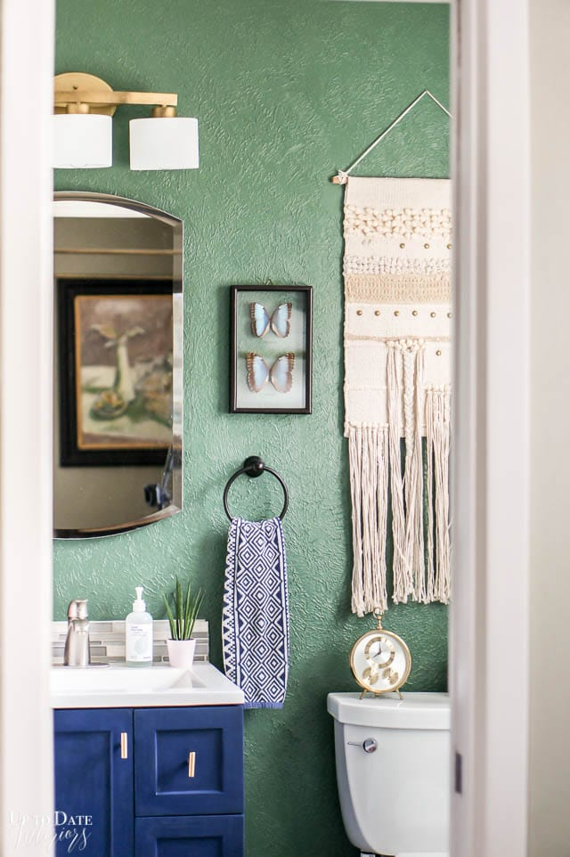 How to Makeover a Small Bathroom on a Budget