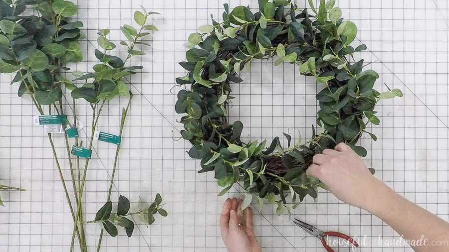 Finishing the easy eucalyptus wreath and shaping it.