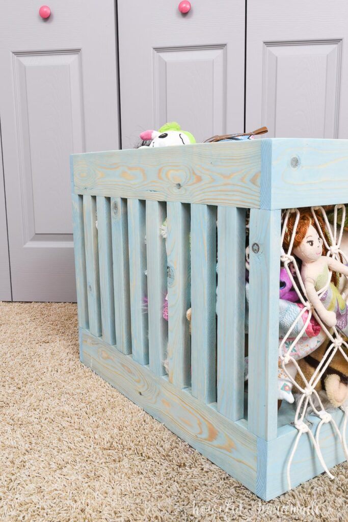 Side view of the slats that make up the sides of the stuffed animal storage bin
