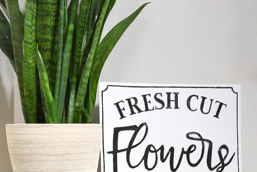 DIY flower market sign that looks like a farmhouse metal sign.