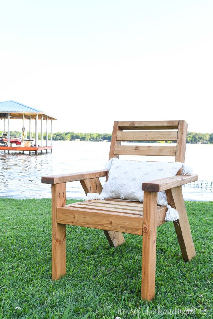 Photo of the finished outdoor lounge chair built out of 2x4s.