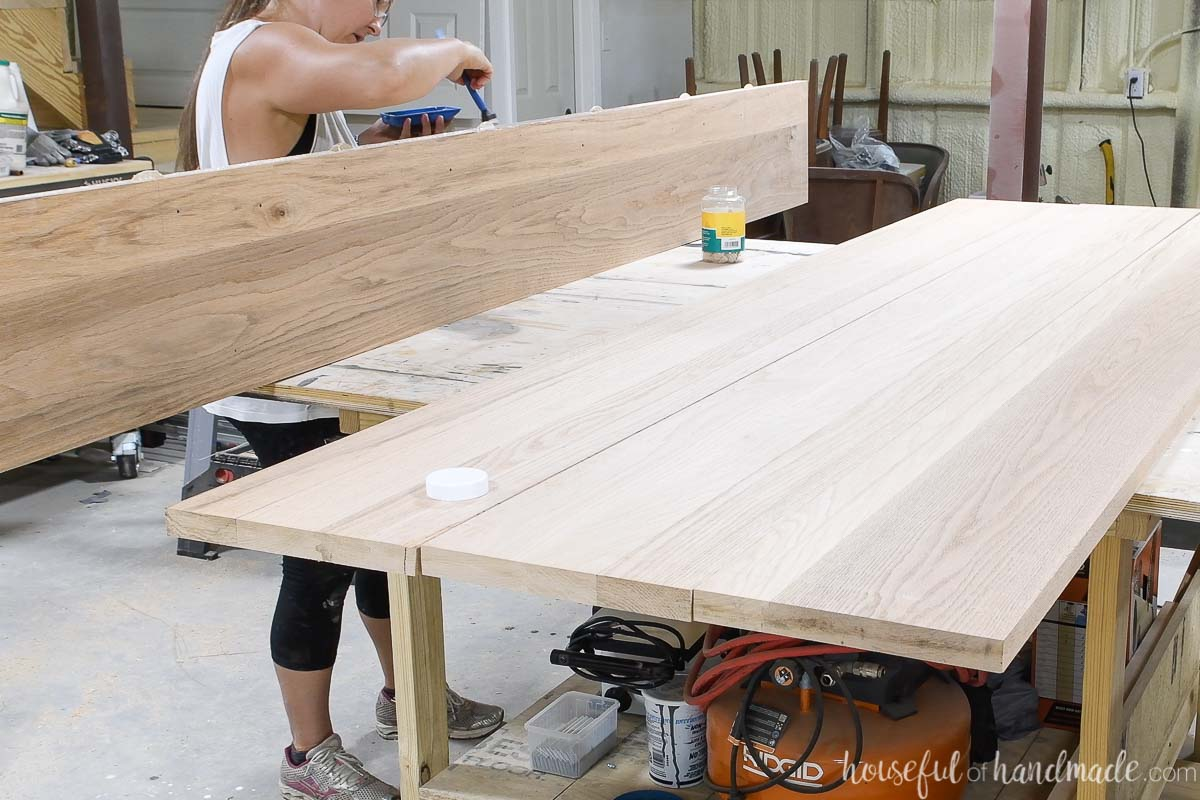 Applying glue to the edge of the table top board.